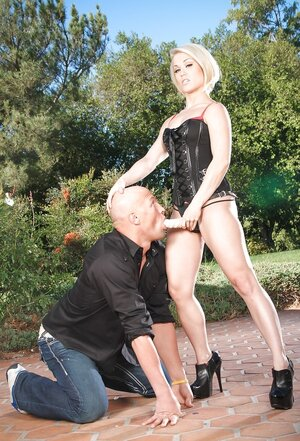 Dom Ash Hollywood dominates over hairless lover by forcing to give bj strapon