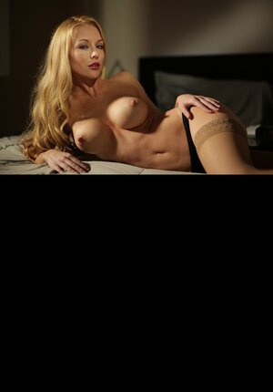 Breasty platinum blonde and lesby pal love scissoring after pussylicking